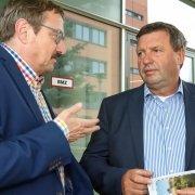 Staatssekretär Volkmar Vogel zeigt sich begeistert von den Vogtlandpionieren